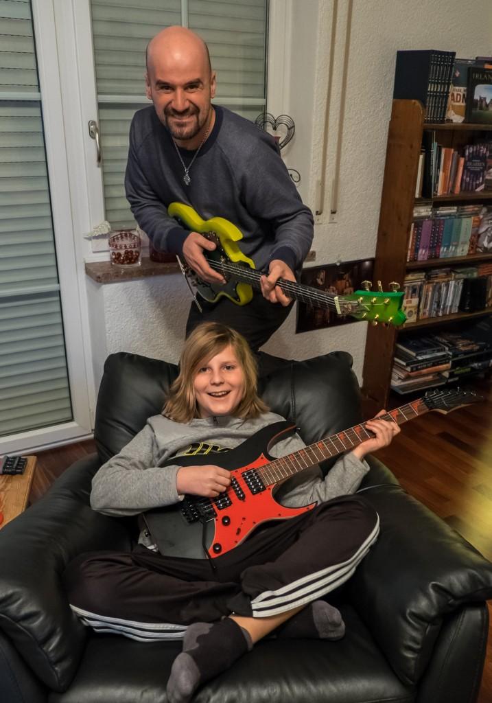 play-guitar_no2_-02